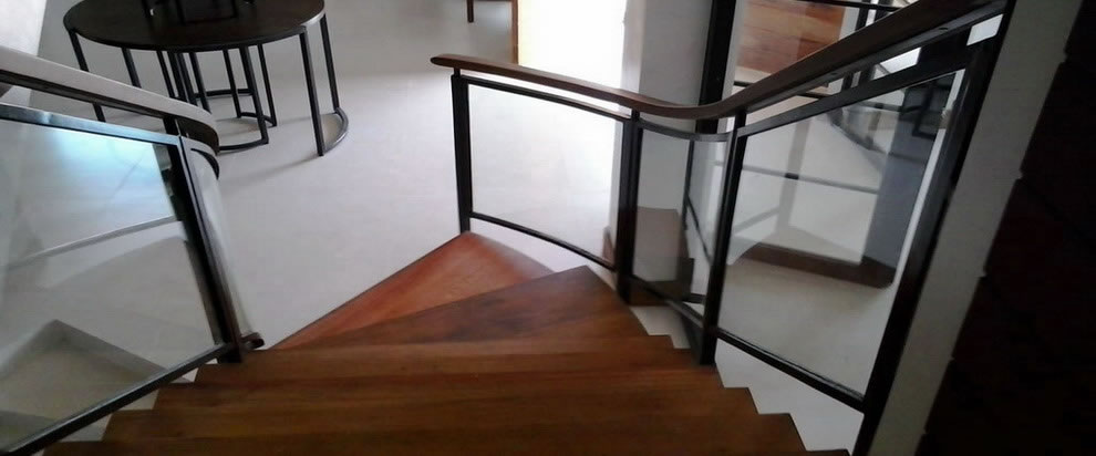 Glass Stair Railing In Metal Frame Cavitetrail Glass