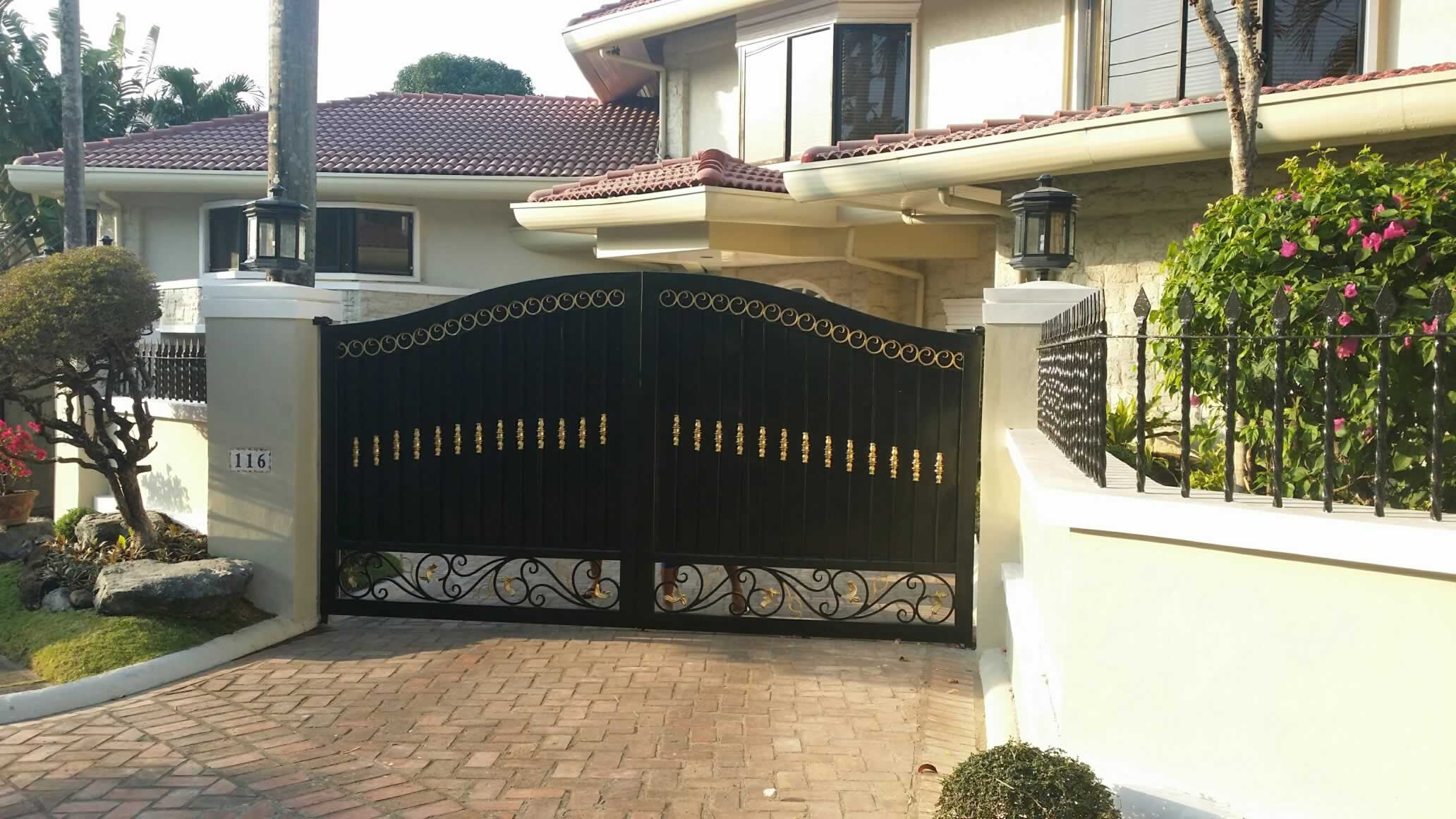Entrance Gate Fabrication | Cavitetrail, Glass Railings ...