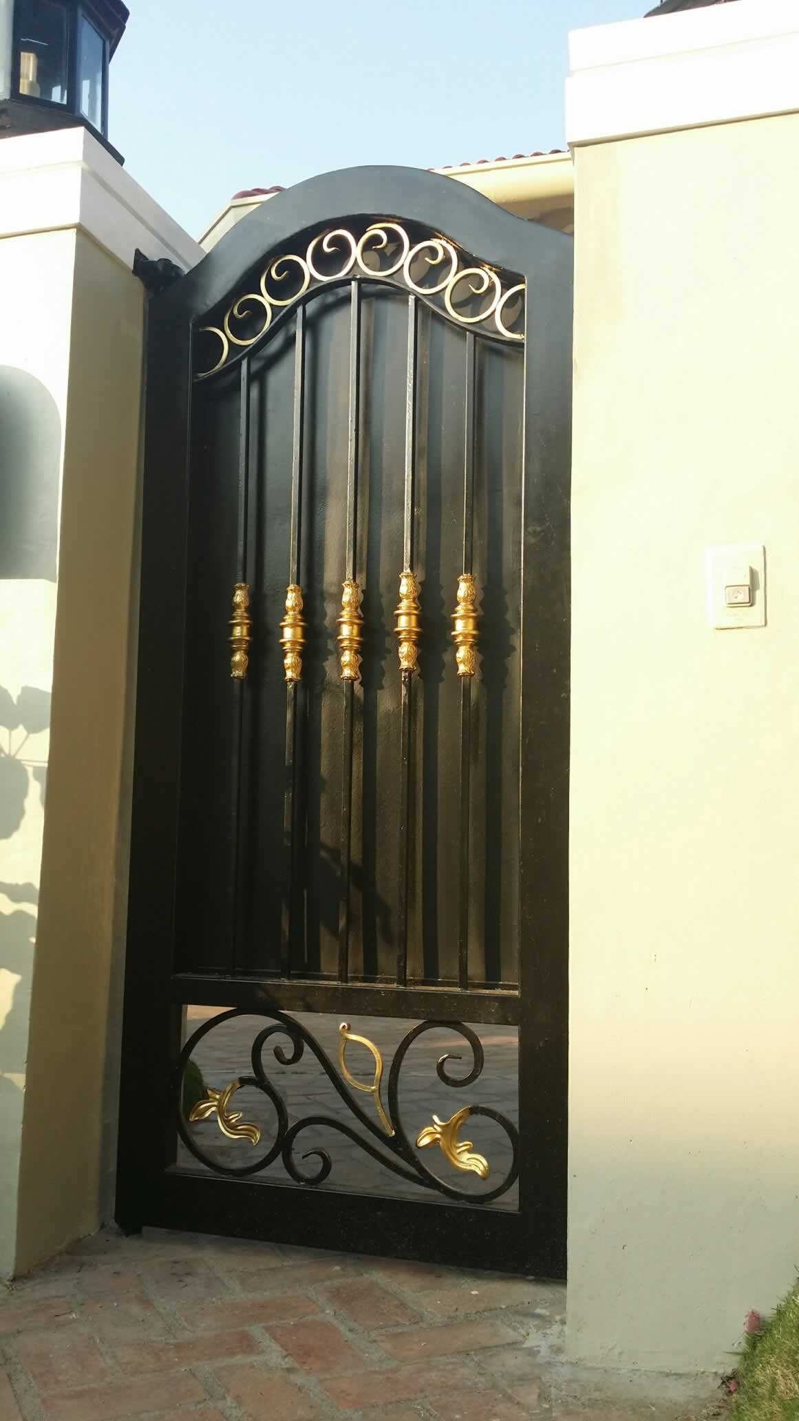 Entrance Gate Fabrication Cavitetrail Glass Railings